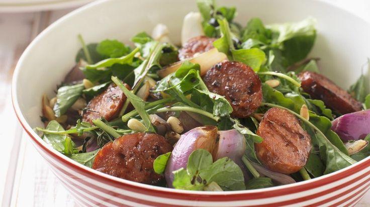 Die spanische Salami schmeckt super im Salat: Bunter Salat mit scharfer Chorizo | http://eatsmarter.de/rezepte/bunter-salat-mit-scharfer-chorizo