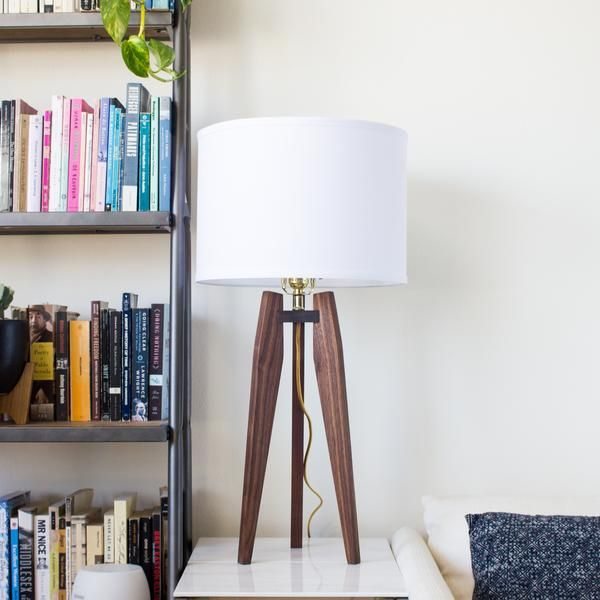 Modern Tripod Table Lamp in Solid Hardwood – Object Modern