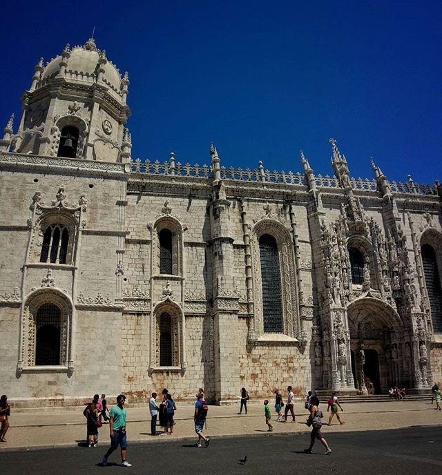 Mosteiro dos Jerónimos,Lisboa #buenastardes #goodevening #goodafternoon #lisboa #portugal #total_portugal #total_vipmember #travelgram #memories #travels #viajes #recuerdos #holidays #sundayfunday #sunday #insta_shot #instagramers #instago#instapic #instagood #instalike #desitravellerclub #weekend #galaxys4 #ZonePhotographer #movilgrafias #androidography #place