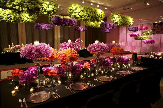 Flores supensas e arranjos centrais
