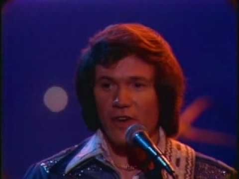 ▶ Bread - Make It with You - YouTube How is it possible that David Gates is 72 now! Where have the years gone.