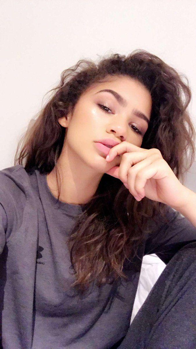 """Zendaya on snapchat 12/14/16"""""""