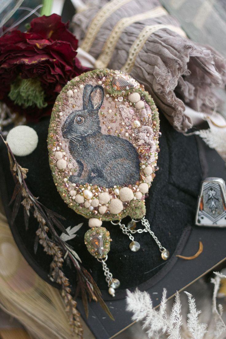 Hand embroidered brooch |  Купить Вышитая брошь с зайцем в винтажном стиле - бледно-розовый, пепельно-розовый, розовый, зеленый