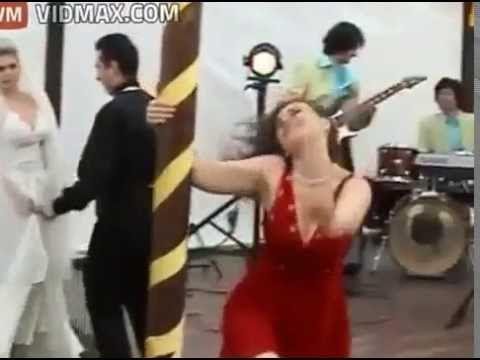 drunk girl wrecks a wedding gets progressively worse
