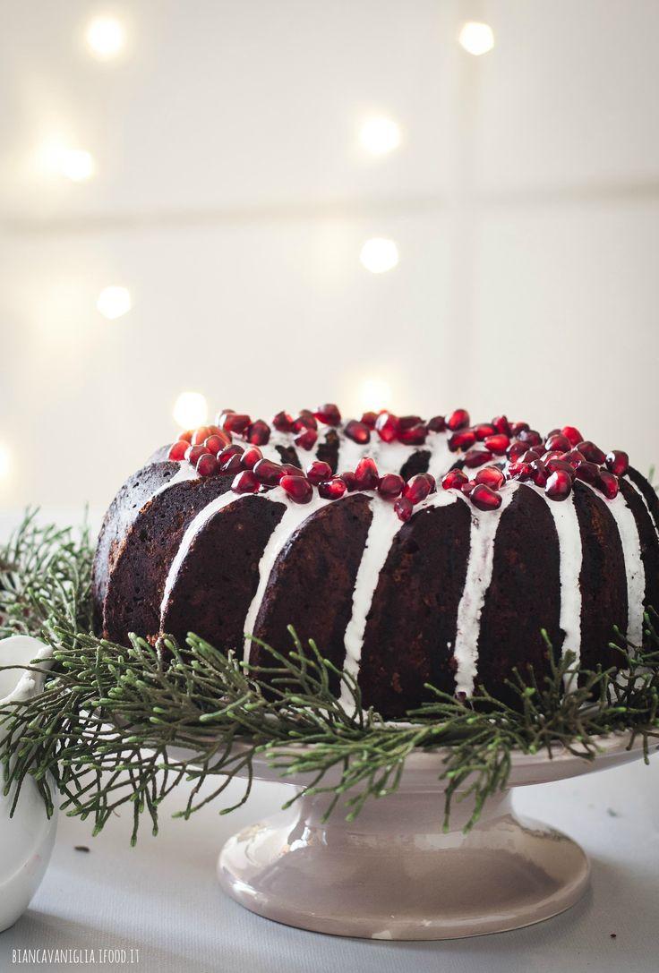 Torta al cacao e nocciole con glassa e melagrana | Christmas bundt cake