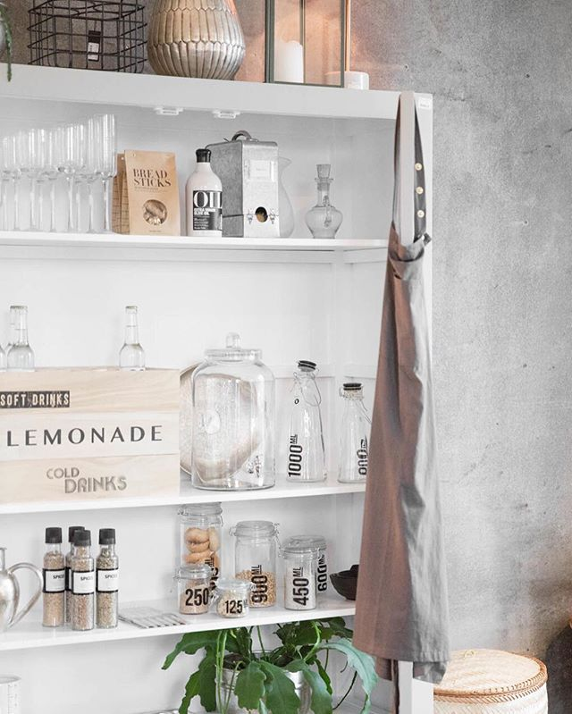 Organize all of your kitchen stuff in a stylish way and put your beloved items on display #homedecor #nordicliving #simple #cabinet #nordic #nicolasvahe #glas #organize #living #housedoctordk