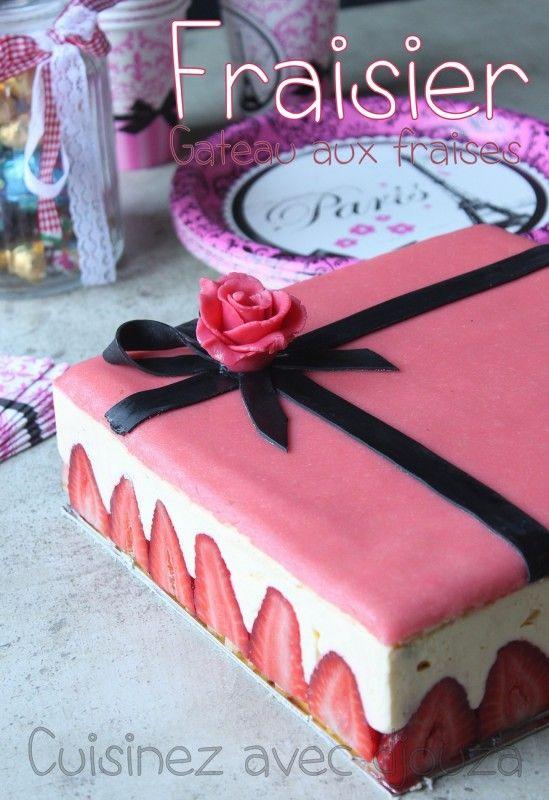 Le fraisier, le gâteau aux fraises par excellence. Une génoise garnie d'une crème mousseline au beurre et décoré de sa pâte d'amande. La recette facile, gourmande