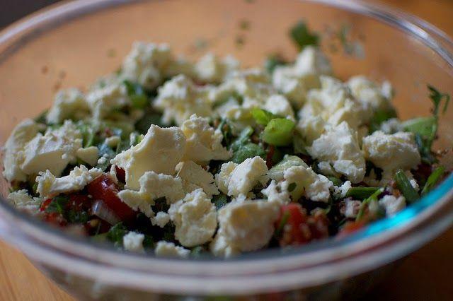 Street Food, Cuisine du Monde: Recette de salade au quinoa, tomates, feta, noix e...
