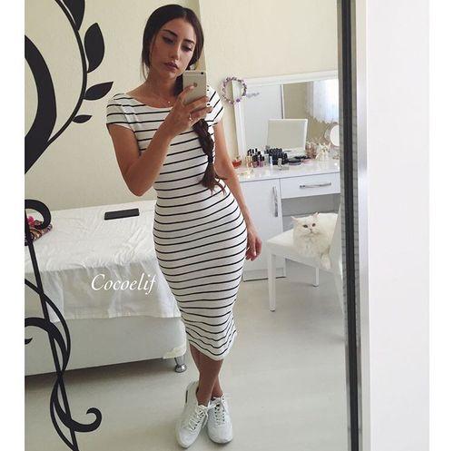 994dbbae7f Usar tenis con vestido es la combinación perfecta en una mujer en 2019