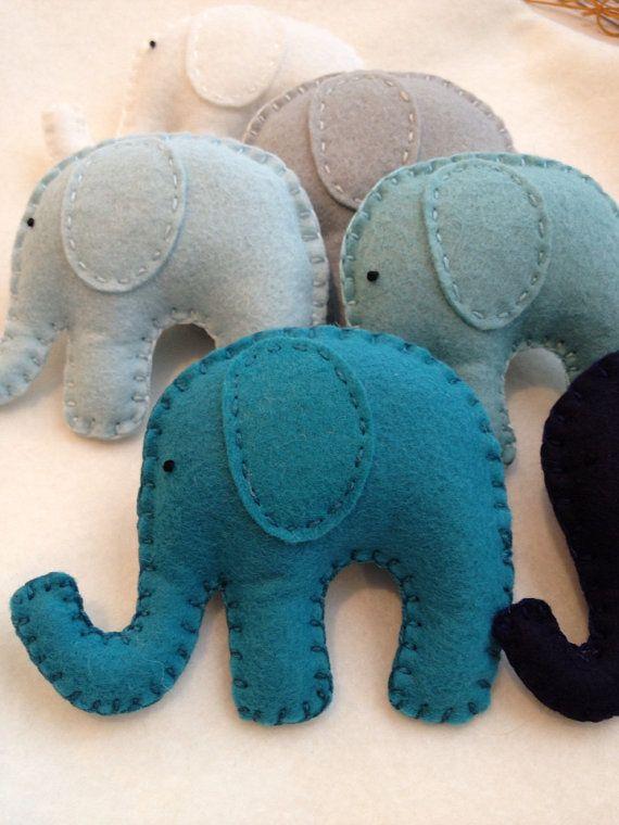 Ombré blues en teals olifant garland. Kwekerij door memeandsaysay