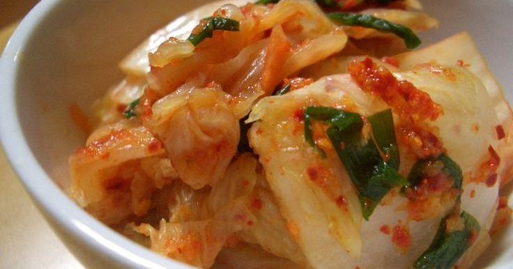 大根、白菜…キムチを作りたいけど、本格的な材料にお金かけたくない人ならこのレシピ♪ 豚肉とこのキムチだけで本格豚キムチ!