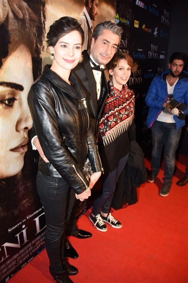 Yeni Dünya'nın galasına ünlüler akın etti!Erkan Petekkaya'ya en büyük sürprizi ise Yıldız Çağrı Atiksoy ile Farah Zeynep Abdullah yaptı.
