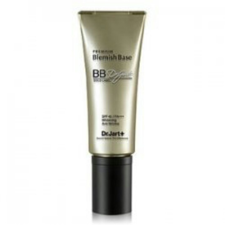 Dr Jart Gold Label BB Cream 15ml  Rp 145.000   Description  This is the gold standard in triple functioning BB creams, literally containing white gold elements which eliminate harmful pollutants and help cleanse the skin. With a higher level of coverage, it hides blemishes for a natural look and keeps skin soft and moisturised. Works to whiten; reduce wrinkles and protect skin with SPF 45+.