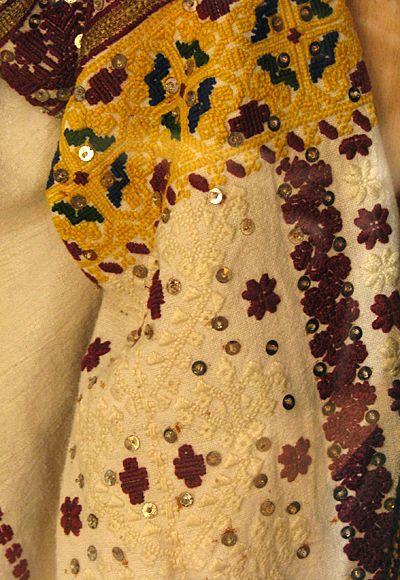 #Ukrainian #embroidery #shirt #Украинская #вышивка #Вышиванка #Українська #вишивка #Вишиванка. Украина, Черновицкий областной краеведческий музей. Ukraine, Chernivtsi Regional Museum. ДЖЕРЕЛО: https://www.facebook.com/alisa.selezniowa/media_set?set=a.10207072026866618.1073741830.1459218775&type=3
