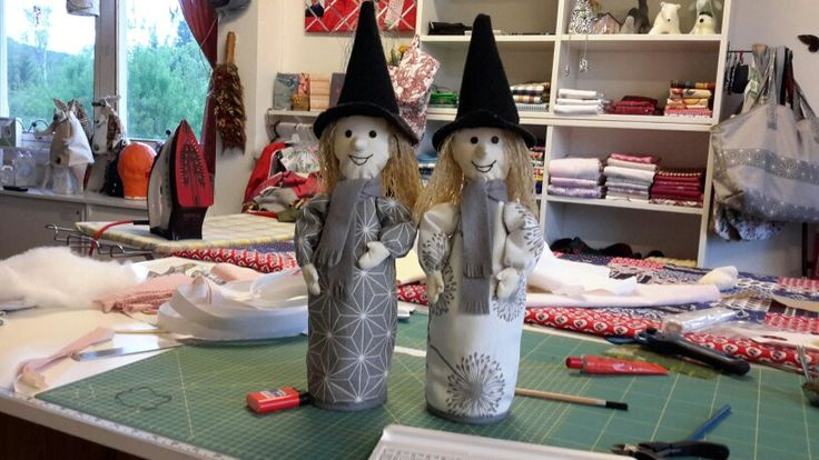 To nye hekser. Gave til tvillingssøstre.