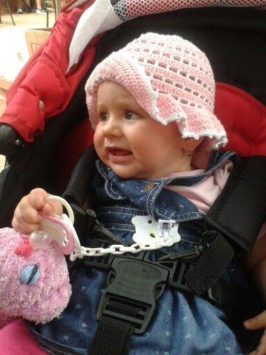 Háčkovaný klobouček pro dceru ;-)