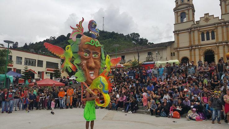 Disfrases y comparsas en el 5 de enero Carnaval de negros y Blancos San ...