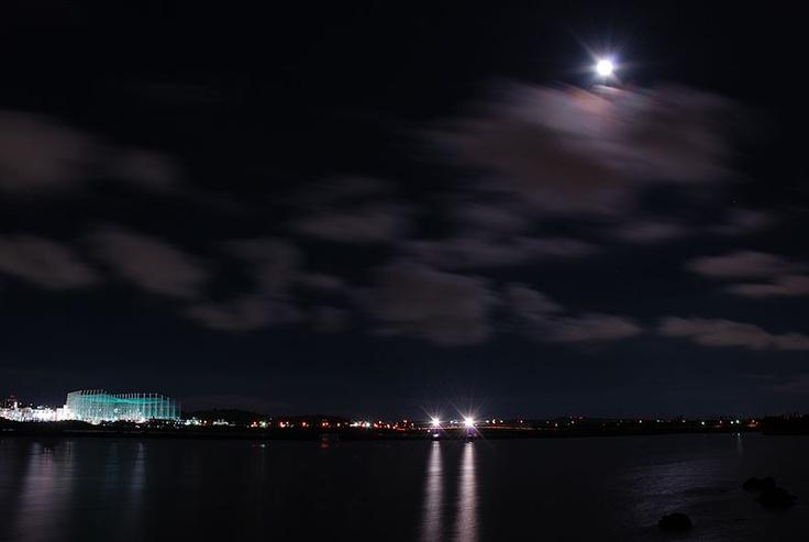 太陽を引き継いだお月様が明るすぎて、なかなか星が見えてきません。