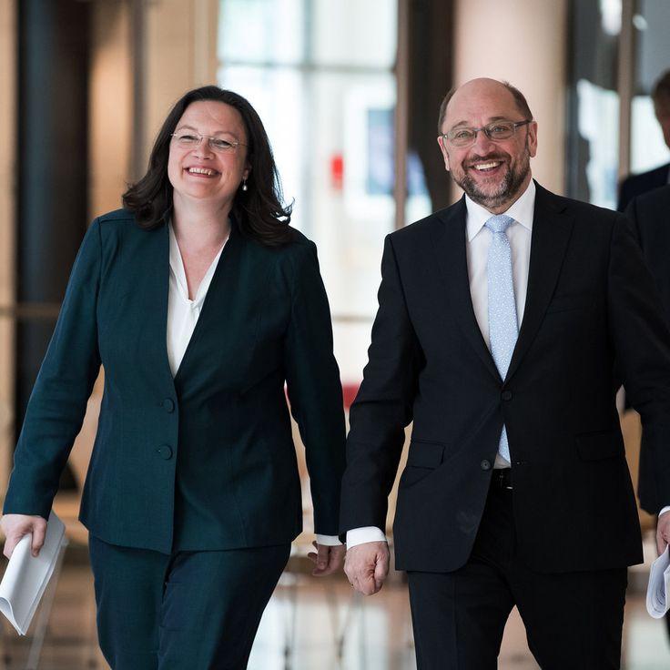 #SZ | #SPD #will #mit hoeherem #Rentenniveau punkten   Berlin .  Mit #einem milliardenschweren Reformkonzept #will Kanzlerkandidat #Martin #Schulz #seine #Partei #aus #dem Umfragetief #vor #der #Bundestagswahl fuehren.   Im #Zeichen #massiv gesunkener Umfragewerte #fuer #seine #Partei #hat SPD-Kanzlerkandidat #Martin #Schulz #gestern #das #mit #Spannung erwartete Rentenkonzept #fuer #den #Wahlkamp