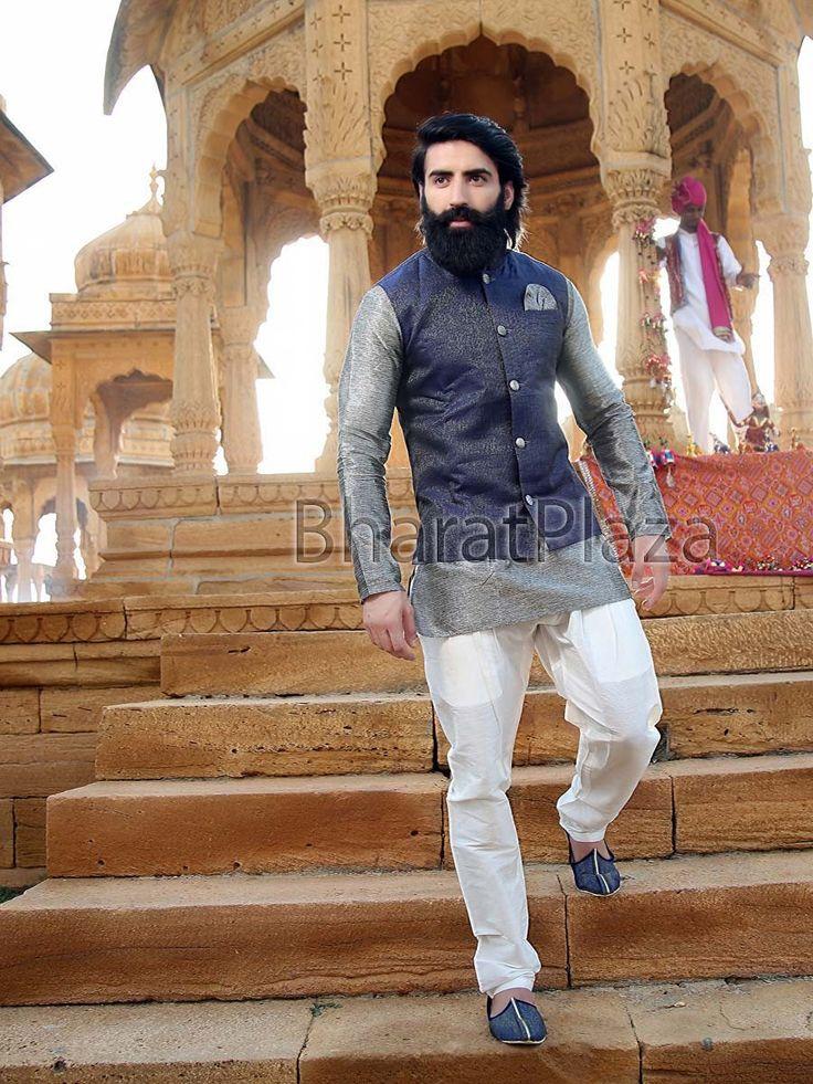 Spectacular grey color short kurta planed on khadi silk. Item code : SKB1069W http://www.bharatplaza.com/new-arrivals/kurta-pyjamas.html