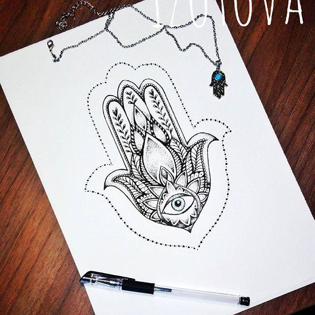 Давно хотела нарисовать Хамсу) из всех эзотерических татуировок эта - одна из самых популярных))) Татуировка в форме ладони с загнутыми по бокам пальцами – один из древнейших защитных символов известный как хамса, рука Бога или рука Фатимы. Значение руки Бога защитное, она охраняет от сглаза(порчи). Чтобы усилить защитное действие тату лучше делать ее в зеленом или синем цвете.  Также талисман можно дополнить по центру ладони всевозможными защитными символами (звезда Давида, глаз и др.). Для…