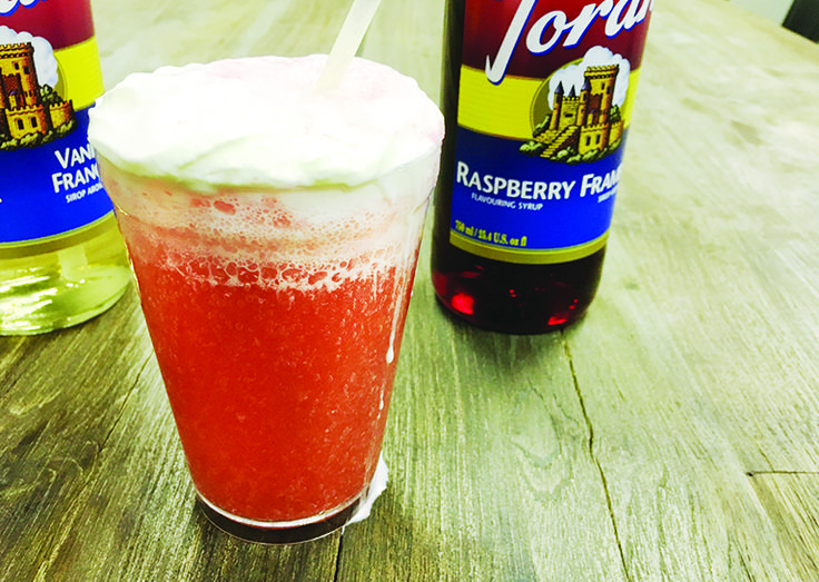 This homemade cream soda is so simple to make and deliciously creamy & fizzy. Its such a great summer treat! #summer #torani #soda #drink