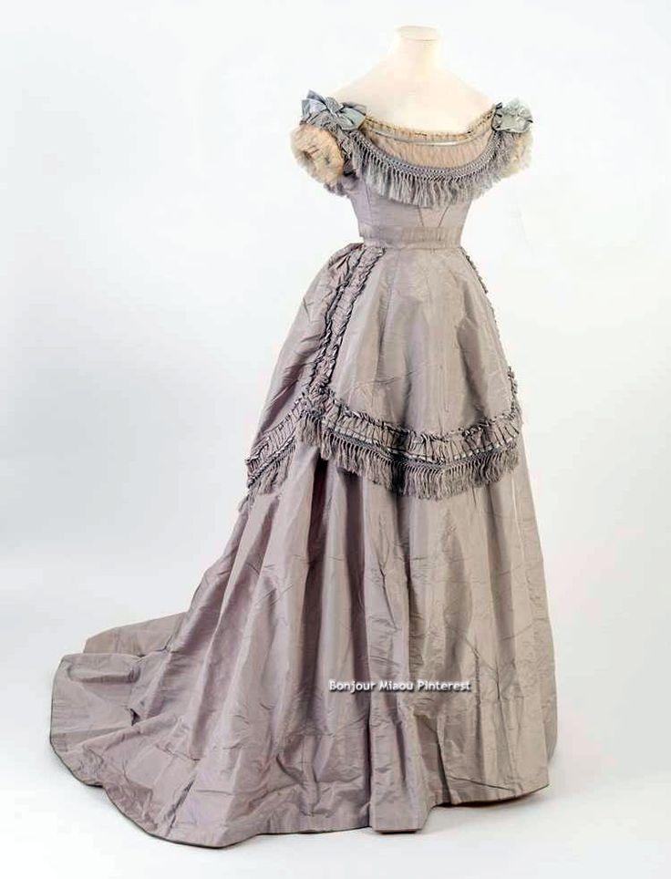 Evening dress, 1871. Light purple silk. Bath Fashion Museum Twitter