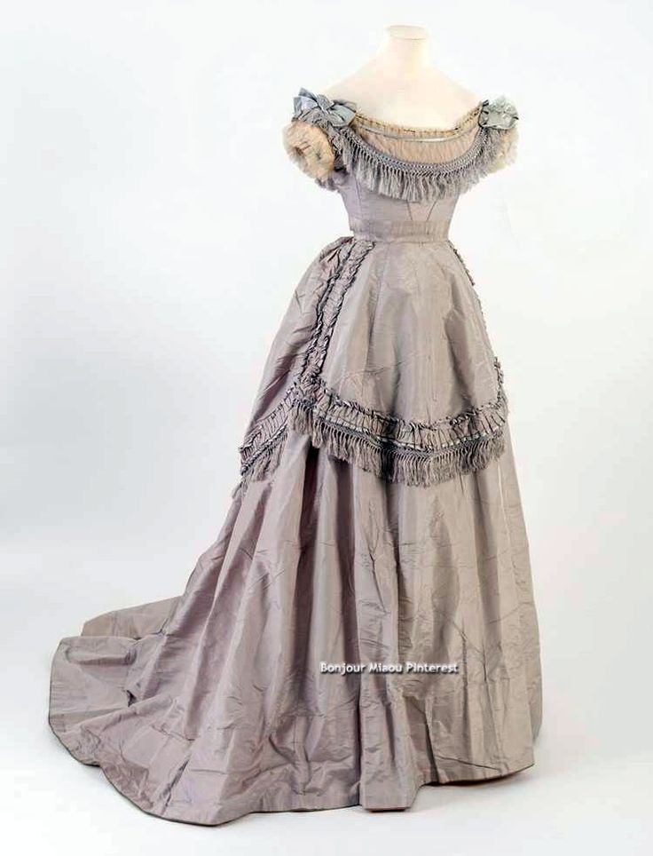 Evening dress, 1871. Light purple silk. Bath Fashion Museum Twitter