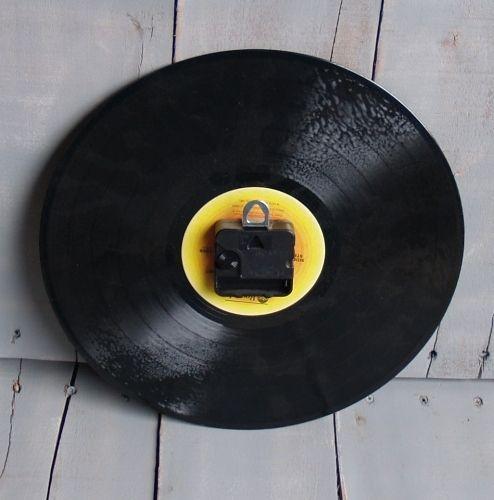 Hometalk :: DIY Clocks From Albums in 10 Minutes