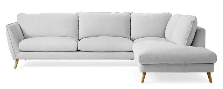 Madison Lux är en byggbar soffa i skandinavisk stil. Soffan har en lyxig komfort med fjäder/dunblandning i plymåerna. Madison är en genomtänkt soffserie, den har många fint arbetade detaljer och ger dig möjlighet att skapa en soffa som passar just för ditt hem. Du kan välja mellan tre olika armstöd ett antal olika ben och en mängd olika tyger och färger. Madison är soffan för dig som vill ha skandinavisk lyx med fantastisk komfort i ett trendigt formspråk.