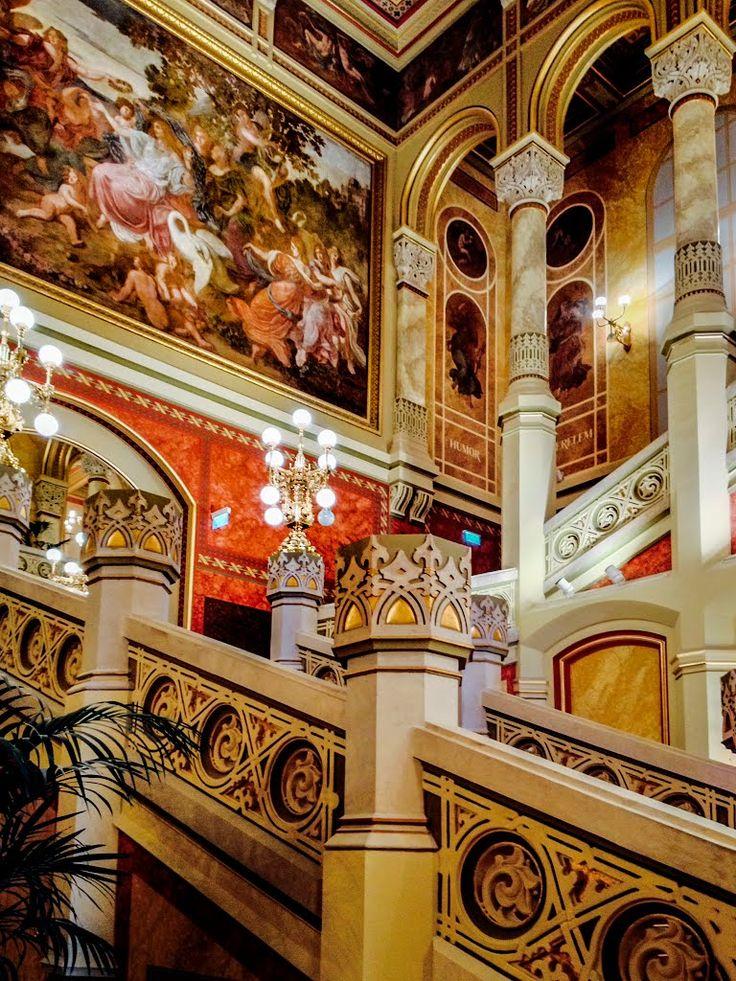 """Budapesti Vigadó felújított lépcsőháza, """"Vigadó"""" his renewed staircase, Hungary"""