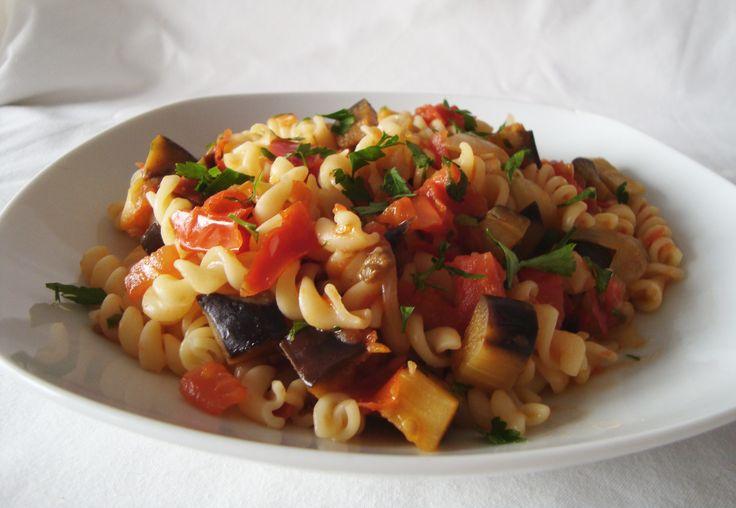 Not guilty pleasure: Espirais com molho de tomate e beringela