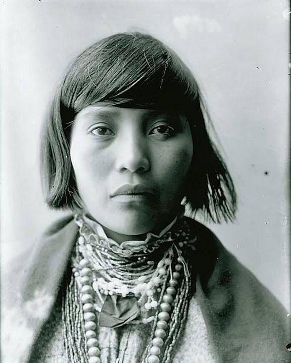 a native americain girl / 1904