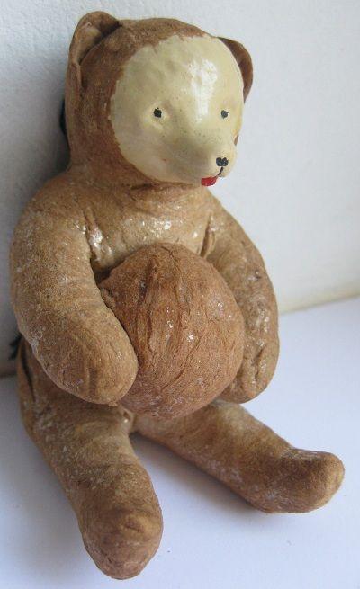 Старинная елочная игрушка из ваты. Артель «Промигрушка», г.Ленинград. Медведь с мячом. Конец 1930-х-начало 1940-х гг.