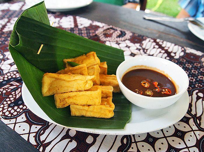 Tahu Sukun: A fried Tofu with petis sauce and bird eye chili. (Photo by Mary Sasmiro).