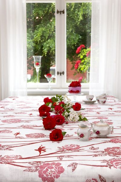 Mairo Ballerina table cloth. Designed by Sandra Lööv.