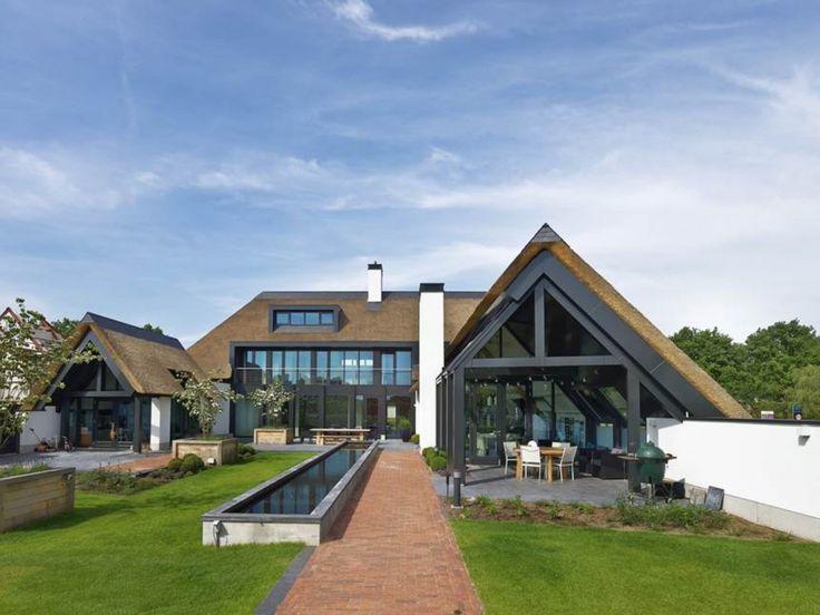 17 beste idee n over modern huis exterieur op pinterest moderne huizen ontwerpen huis - Landscaping modern huis ...