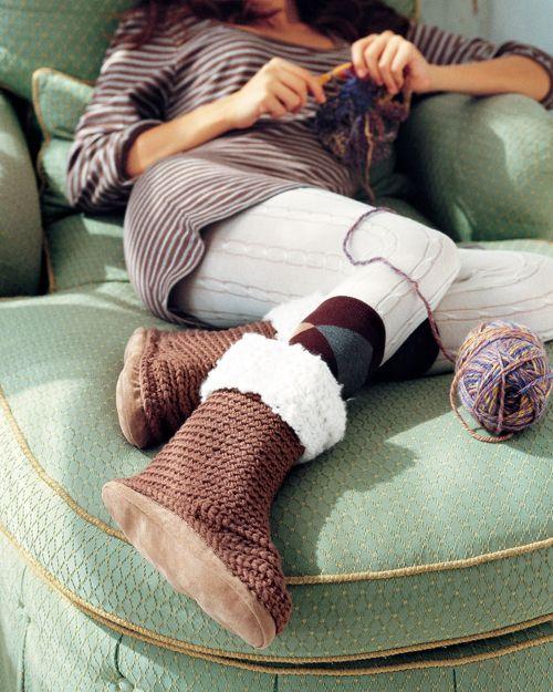 omg, so cute!  comfy and cute!   crochet ugg slippers