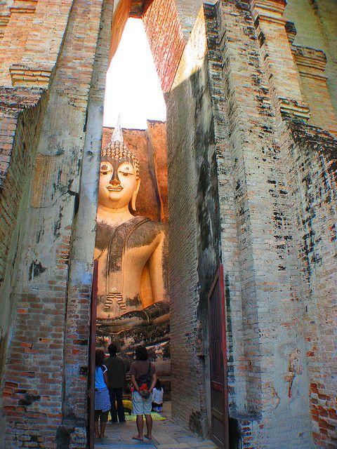 Buddha statue at Wat Si Chum Temple in the ancient city of Sukhothai, Thailand (by Back to Nothing).