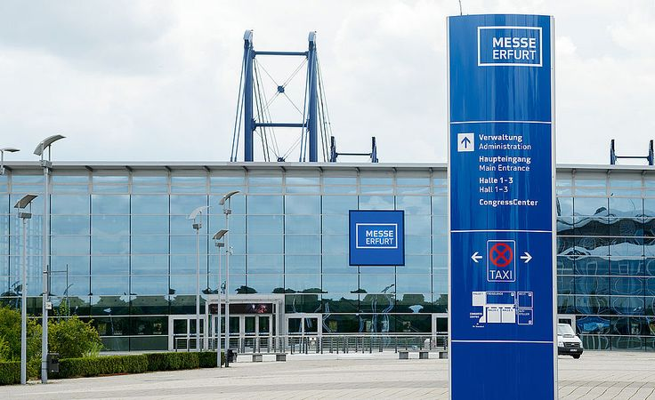 Leitsystem-Pylone mit Icons für die Messe Erfurt