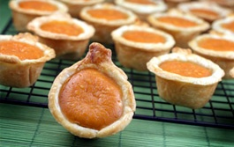 Mini Pumpkin Pie Bites - adorable and just enough after that huge Thanksgiving dinner...just add whipped cream!