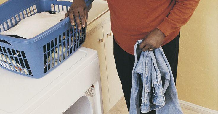 Cómo solucionar los problemas de una secadora Whirlpool. Whirlpool hace decenas de modelos de secadoras, tanto eléctricas como a gas. Si bien hay una amplia variedad de funciones disponibles en las distintas máquinas, la mayoría de los problemas son comunes a todos los diferentes modelos. Whirlpool recomienda que los propietarios ejecuten una serie de pasos simples para resolver cualquier problema antes ...