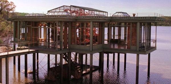 The lake house film architektur seehaus glas stahl stelzen