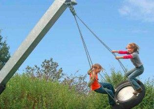 Place zabaw dla dzieci - wyposażenie placy zabaw: zabawki ogrodowe, huśtawki, karuzele