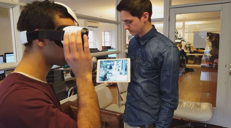 This Prototype App Lets Gear VR Users Mirror Their Screens to Other Devices