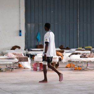Offerte di lavoro Palermo  L'operazione di soccorso della nave Aquarius dell'organizzazione umanitaria Sos Mediterranee  #annuncio #pagato #jobs #Italia #Sicilia Immigrazione salvati cento migranti. Sul barcone 36 minorenni
