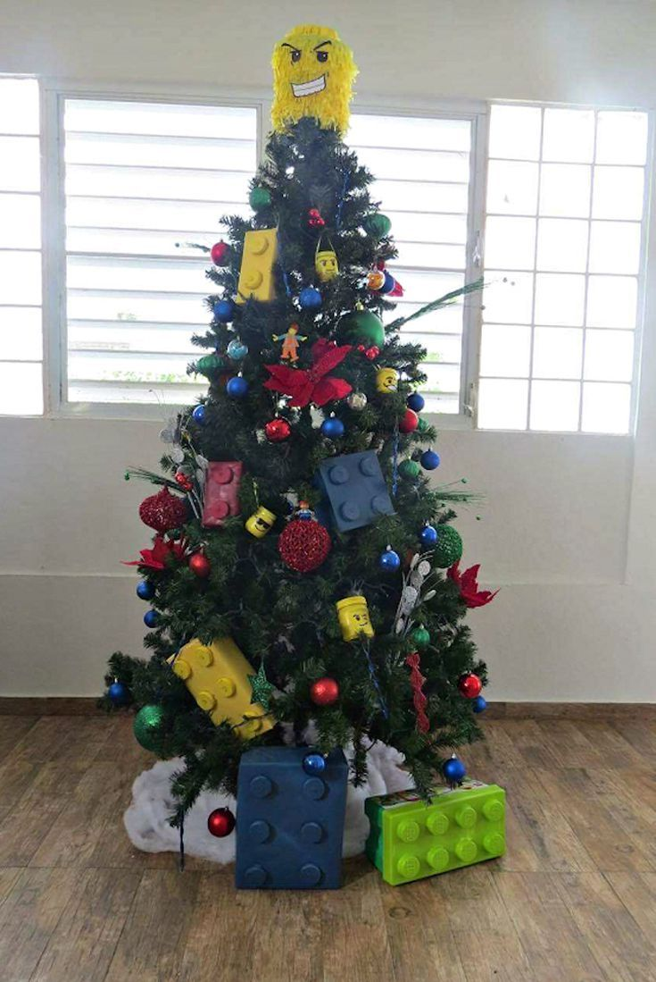 a61b0be3bcbf 20 Creative Christmas Tree Themes