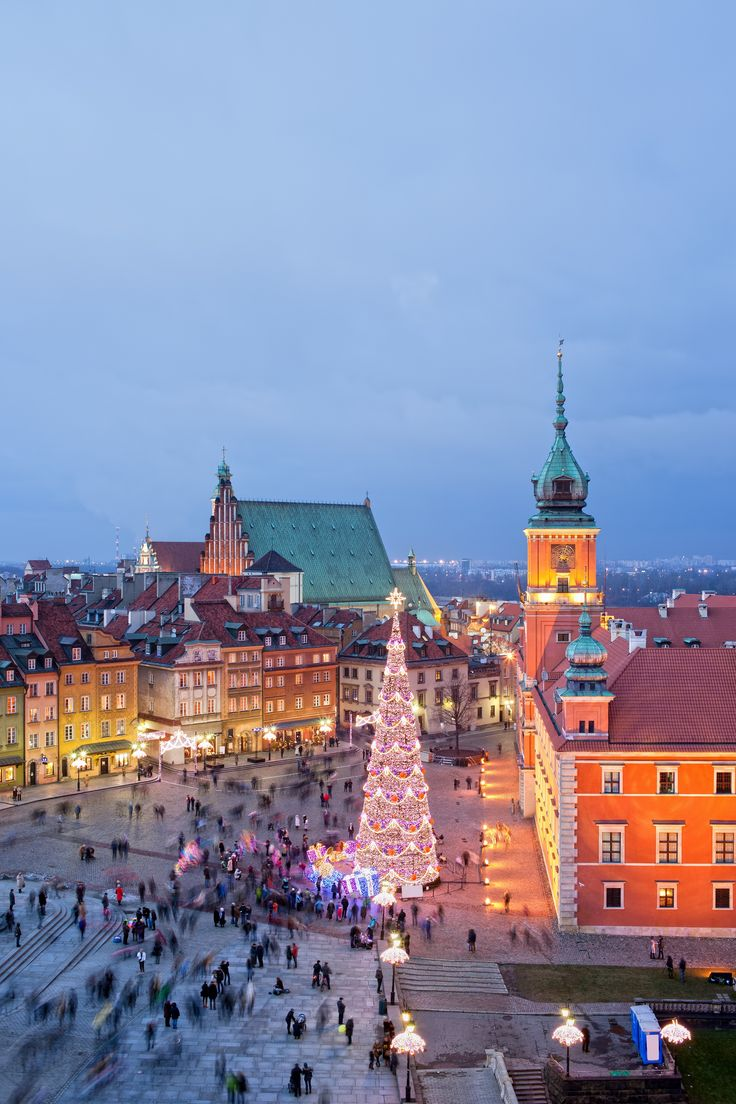 Old Town of Warsaw in Poland during Christmas time. Amazing! #EurailWinterWin