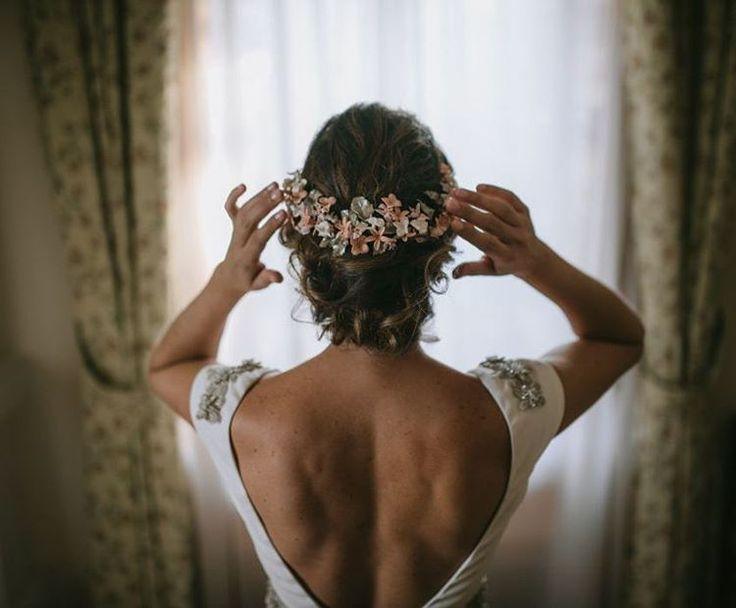 "1,266 Me gusta, 11 comentarios - Zankyou España  (@zankyou_bodas) en Instagram: ""¡A prepararse para el viernes noche!  Foto: @eduallanegui #boda #novia #tocado"""