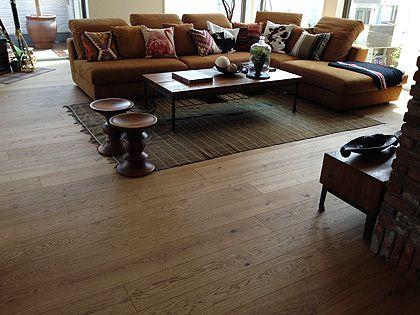 施工事例集 - AD WORLD Timberwise Oak Vintage LUOSTO, brushed wax oiled in Osaka, Japan.  Timberwisen Tammi Vintage LUOSTO, harjattu öljyvahattu lattia Osakassa, Japanissa.